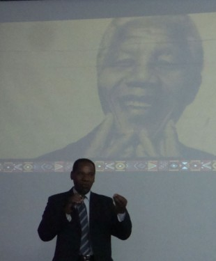Troféu Raça Brasil homenageia Nelson Mandela