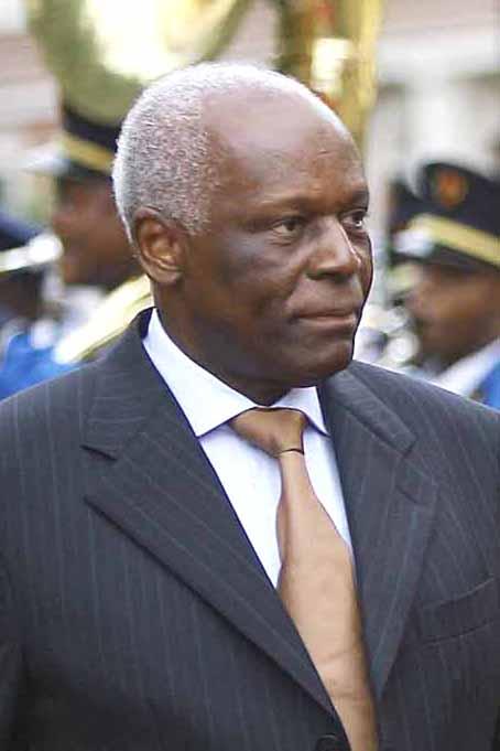 José Eduardo dos Santos fala em transição no poder em Angola , mas ...