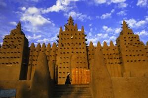 Exemplo da arquitetura do Mali. No império existiam construções que desafiam em proporção as grandes catedrais europeias